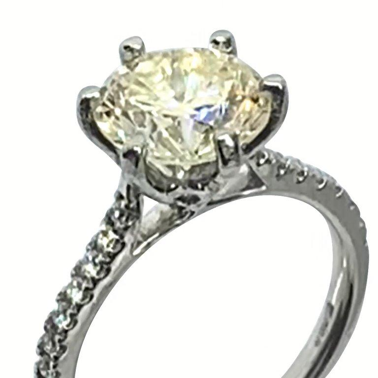 Round Cut 2.94ct certificated light yellow diamond set in platinum 6 claw mount and shank  For Sale