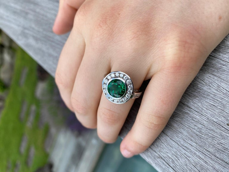 2.99 Carat Vivid Green Emerald and Diamond Ring in Platinum For Sale 4