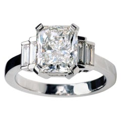 3 Carat Certified Radiant Cut Diamond 18 Karat Gold Engagement Ring