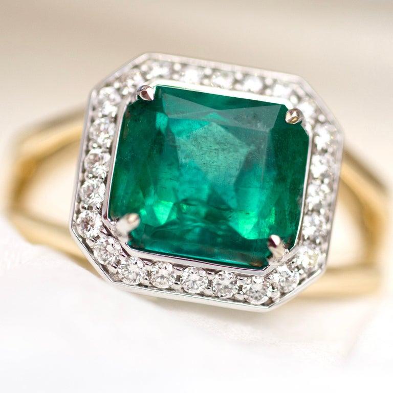 For Sale: undefined 3 Carat Intense Green Natural Emerald Diamonds 18 Karat Yellow White Gold Ring 4