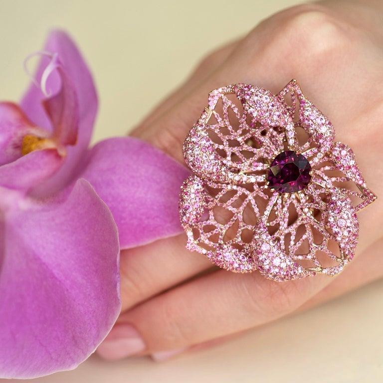 3 Carat Purple Spinel Pink Sapphire 18 Karat Rose Gold Flower Cocktail Ring For Sale 1