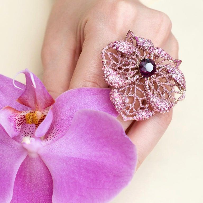 3 Carat Purple Spinel Pink Sapphire 18 Karat Rose Gold Flower Cocktail Ring For Sale 2