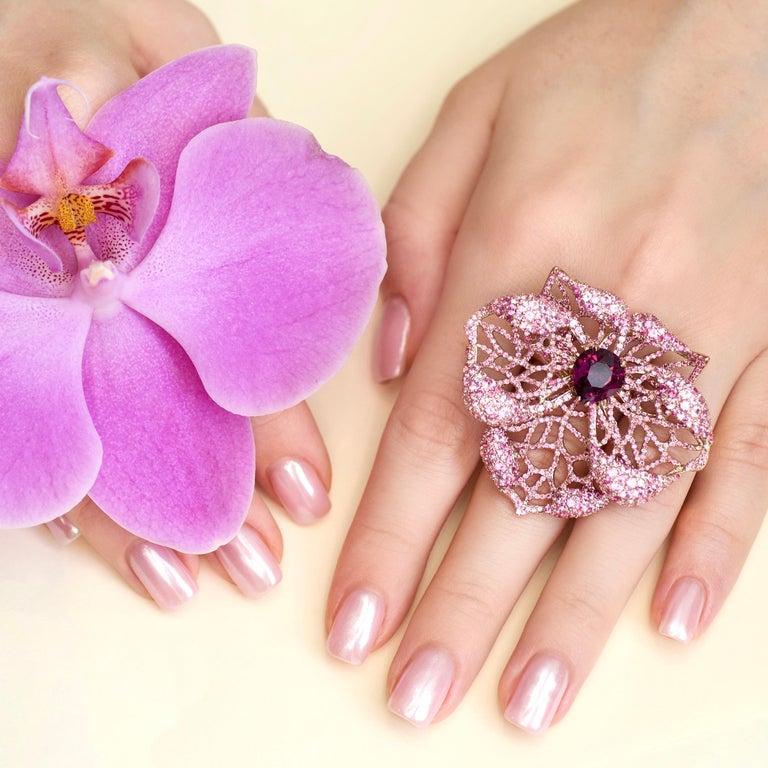 3 Carat Purple Spinel Pink Sapphire 18 Karat Rose Gold Flower Cocktail Ring For Sale 3