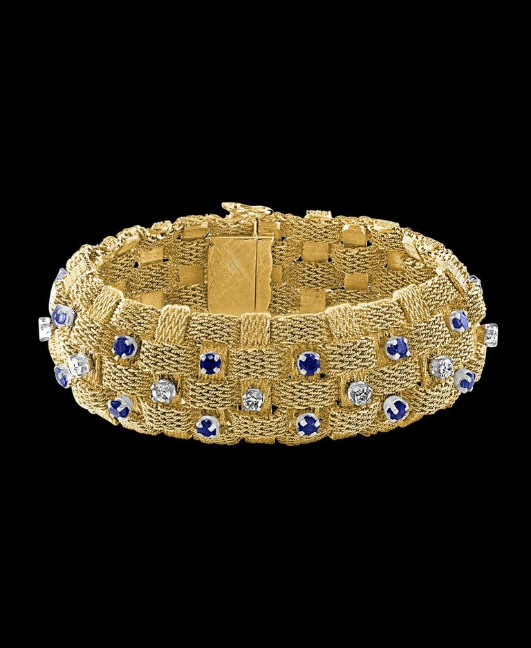 3 Carat Sapphire and 2 Carat Diamond Bracelet in 18 Karat Yellow Gold 116 Gm For Sale 4