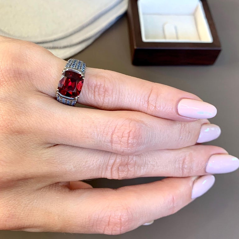 Modern 3 Carat Vivid Red Spinel Ring with Blue Sapphires 18 Karat Gold For Sale
