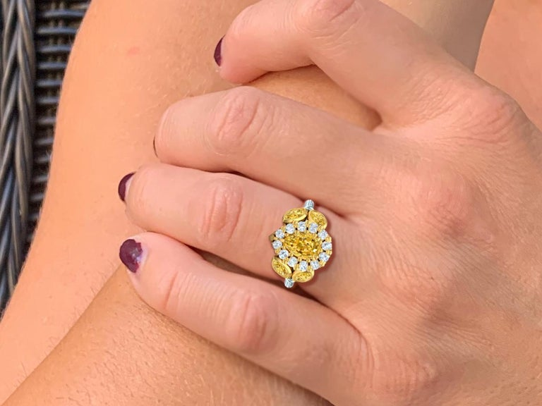 3 Carat Fancy Light Yellow Pear Shape Diamond Ring In Excellent Condition For Sale In Aliso Viejo, CA