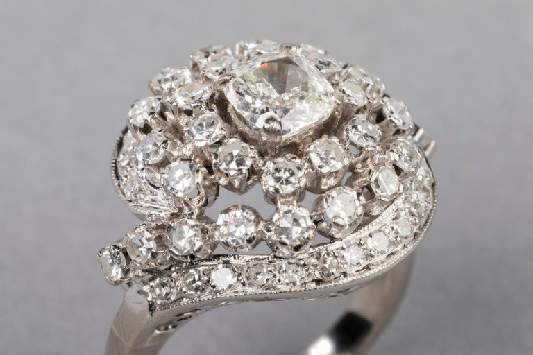 3 Carat Gold and Diamonds French Cocktail Ring In Good Condition For Sale In Saint-Ouen, FR