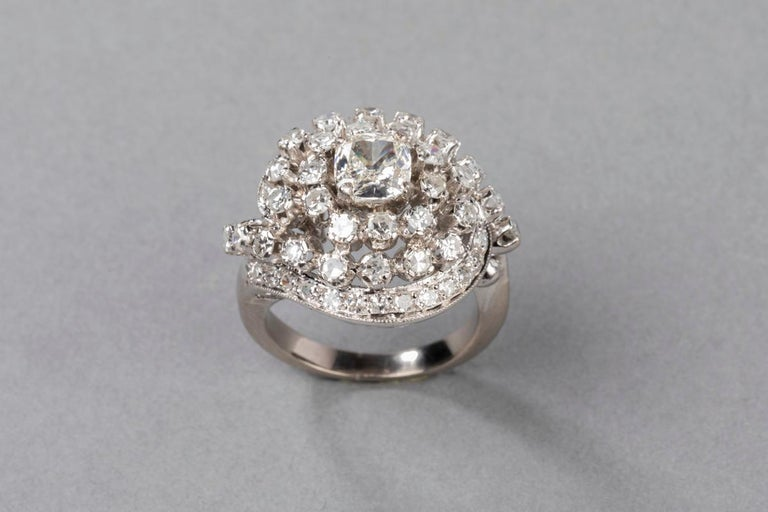 3 Carat Gold and Diamonds French Cocktail Ring For Sale 1