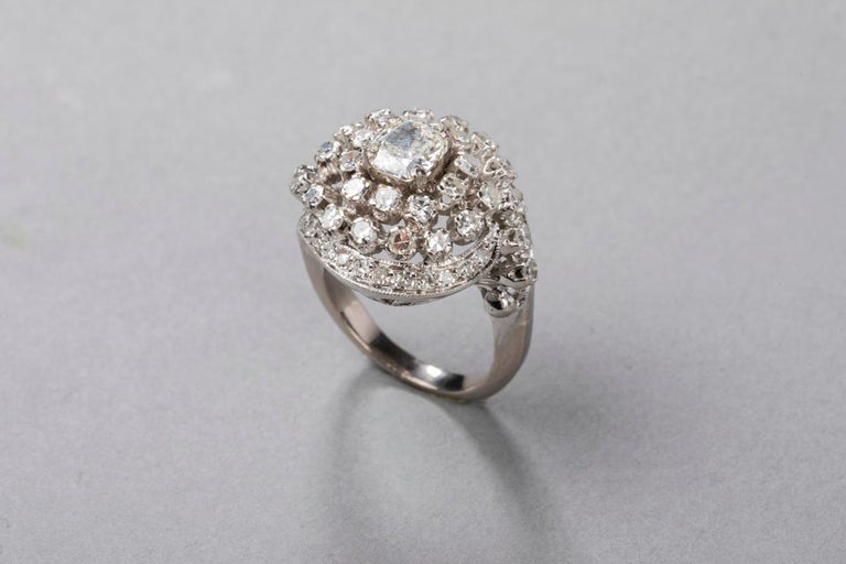 3 Carat Gold and Diamonds French Cocktail Ring For Sale 2