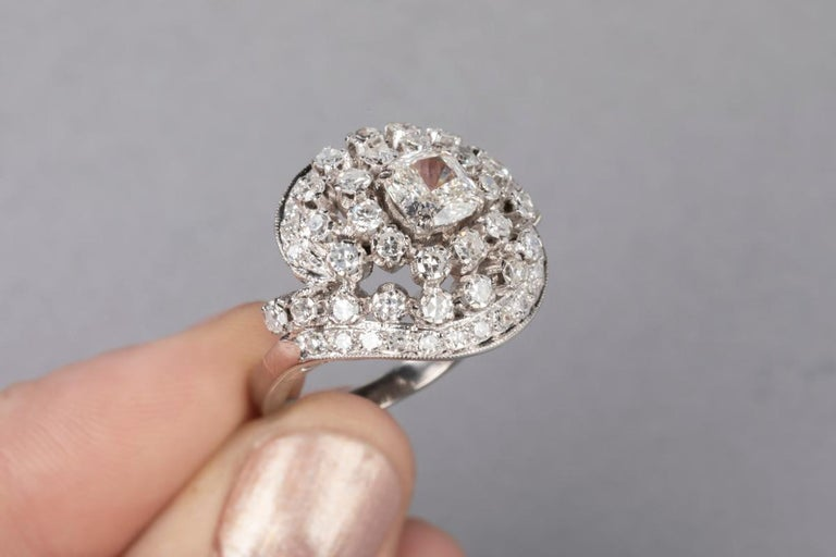 3 Carat Gold and Diamonds French Cocktail Ring For Sale 3