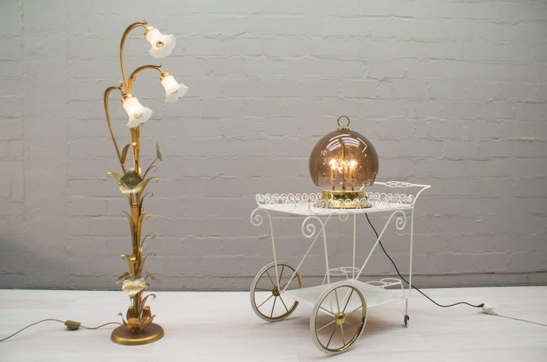 This lamp requires E14 bulbs. Very high quality workmanship with many nice details. Very good vintage condition. Suitable for all living areas and very decorative.