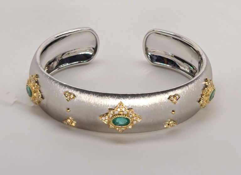Medieval 3 Oval Emeralds Diamonds 18 Karat White Yellow Gold Bangle in Florentine Finish For Sale
