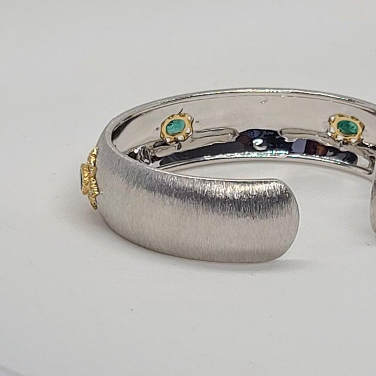 Oval Cut 3 Oval Emeralds Diamonds 18 Karat White Yellow Gold Bangle in Florentine Finish For Sale