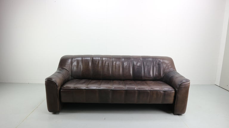This model DS-44 sofa was designed by the design team at De Sede and were produced by De Sede in Switzerland during the 1970s. Made from thick buffalo leather, the sofa can be adjustable to a sleeping sofa- daybed. Measurement of sleeping