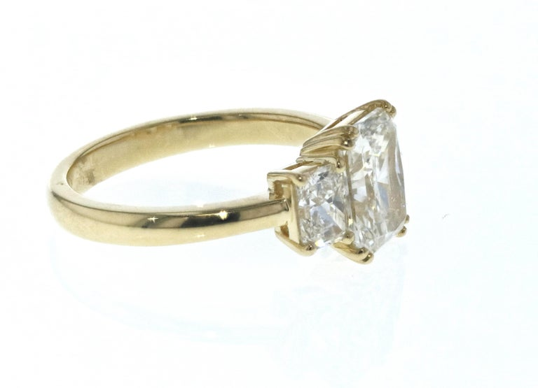 Art Deco 3-Stone Radiant Diamond Engagement Ring For Sale