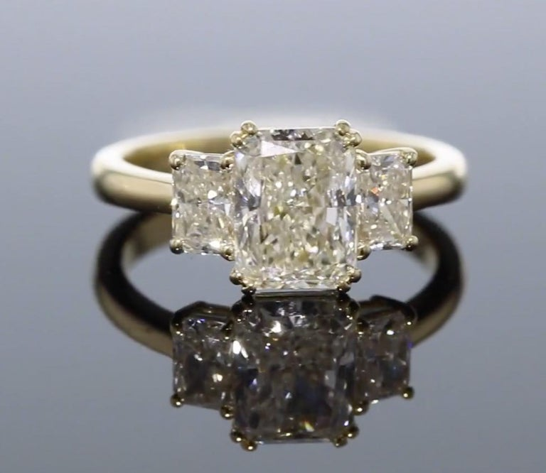 Radiant Cut 3-Stone Radiant Diamond Engagement Ring For Sale