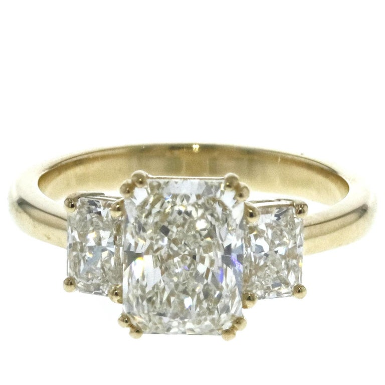 3-Stone Radiant Diamond Engagement Ring For Sale