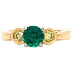 3-Stone Ring, with a Round Emerald Accentuated by 2 Fancy Yellow Diamonds
