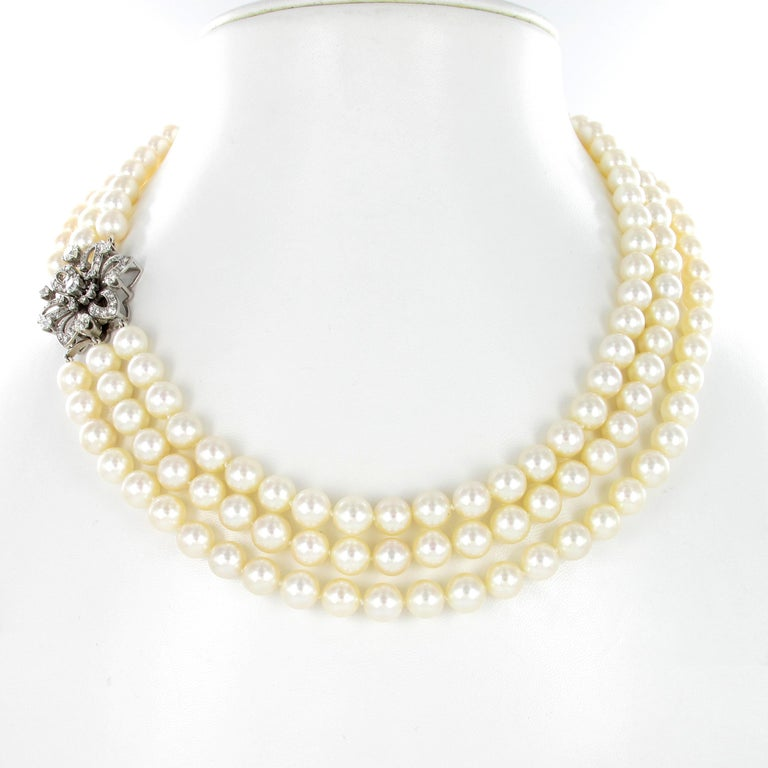 This Breakfast at Tiffany's like 3-strand cultured pearl necklace goes with every little black dress. The 166 Akoya cultured pearls measure 8.0-8.5 millimeters and are adjusted to a beautiful flower clasp in 18 karat white gold, set with 61 Old
