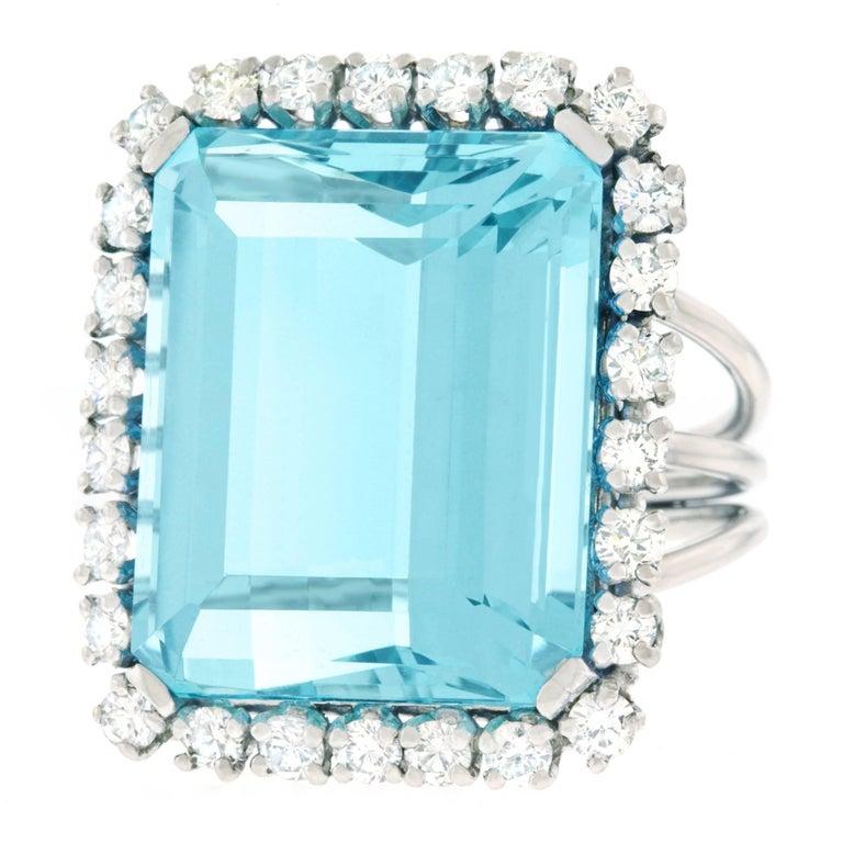 30 Carat Aquamarine and Diamond set Platinum Ring In Excellent Condition For Sale In Litchfield, CT