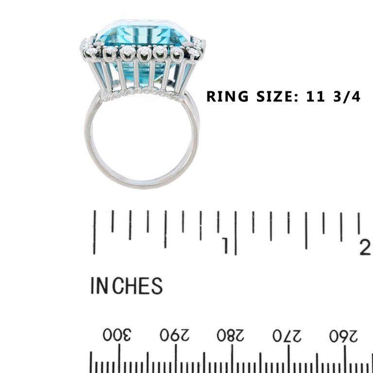 30 Carat Aquamarine and Diamond set Platinum Ring For Sale 2