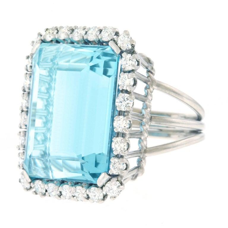 30 Carat Aquamarine and Diamond set Platinum Ring For Sale 4