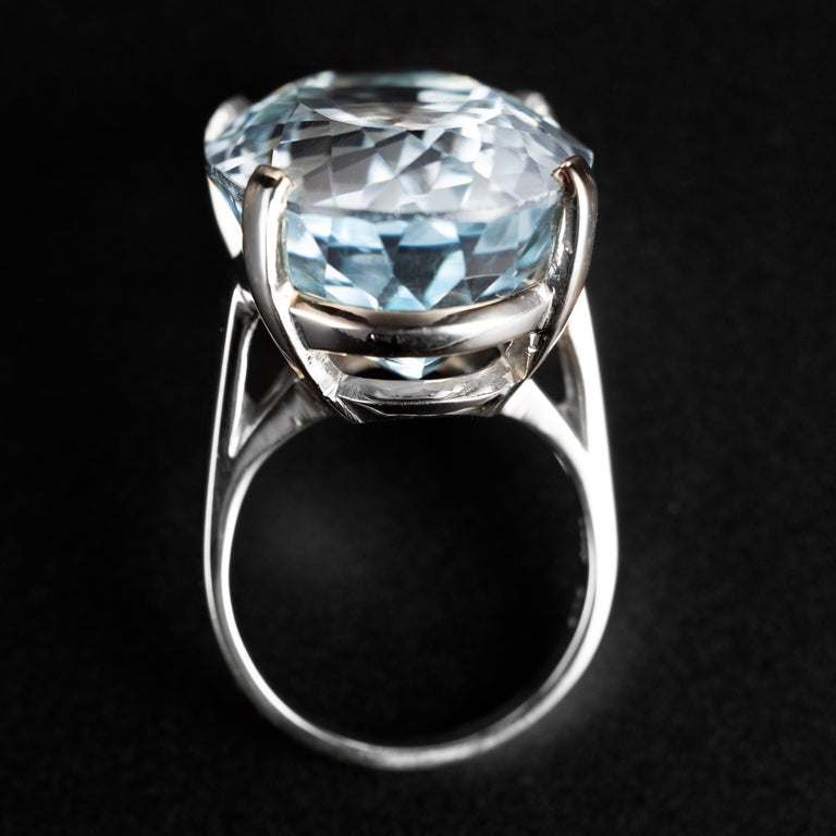 30 Carat Aquamarine Light Blue In Excellent Condition For Sale In Southbury, CT