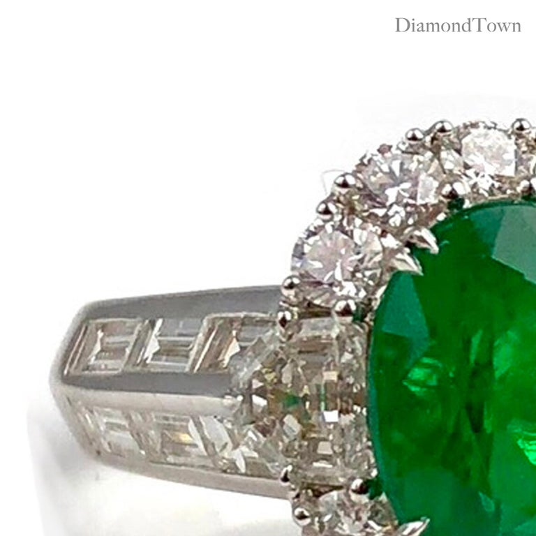 Contemporary 3.00 Carat Oval Cut Colombian Emerald and 2.50 Carat Diamond Ring For Sale
