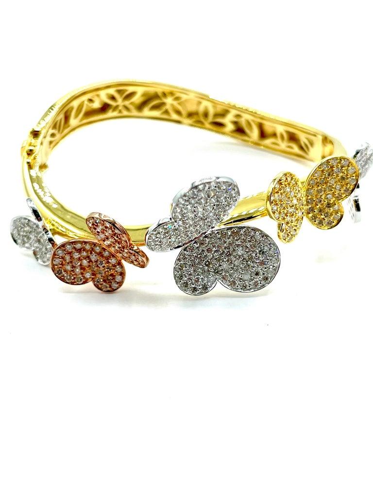 Modern 3.00 Carat Round Brilliant Diamond 18 Karat Butterfly Bangle Bracelet For Sale