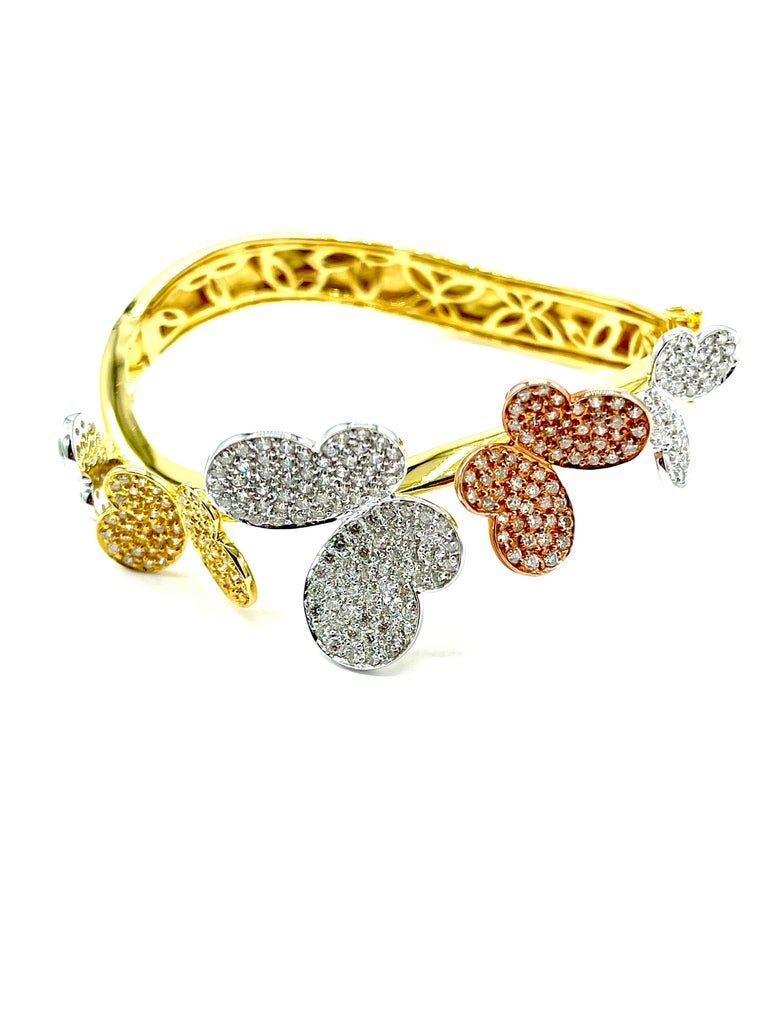 Round Cut 3.00 Carat Round Brilliant Diamond 18 Karat Butterfly Bangle Bracelet For Sale