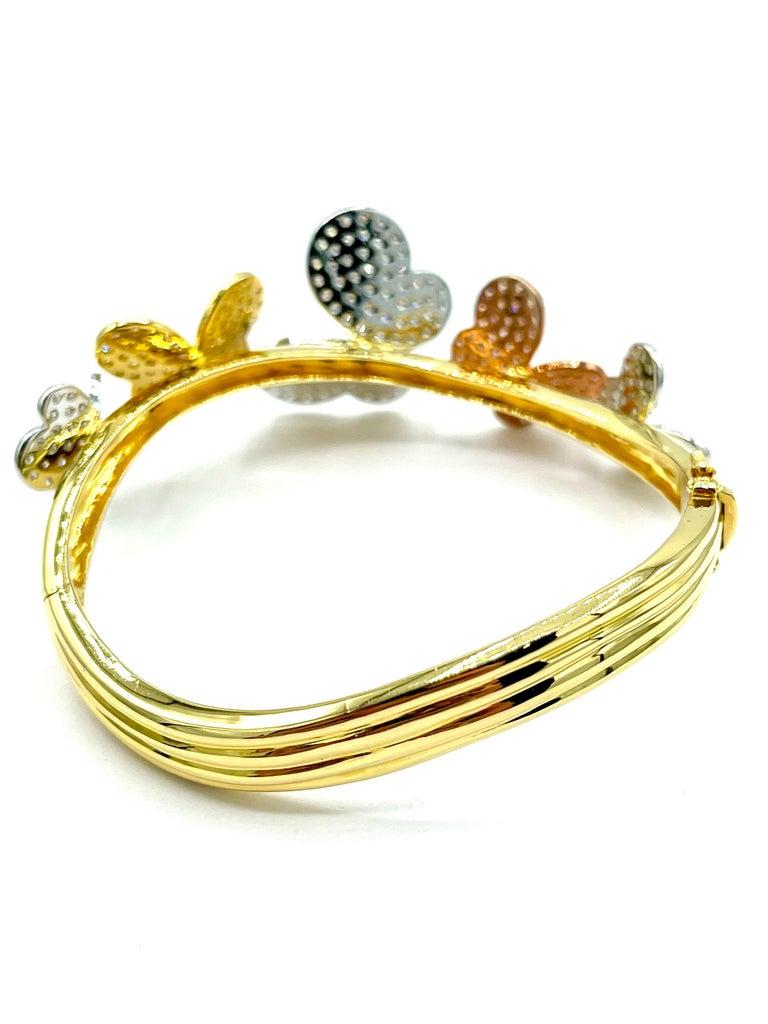 3.00 Carat Round Brilliant Diamond 18 Karat Butterfly Bangle Bracelet In Excellent Condition For Sale In Washington, DC