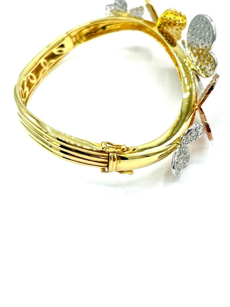 Women's or Men's 3.00 Carat Round Brilliant Diamond 18 Karat Butterfly Bangle Bracelet For Sale