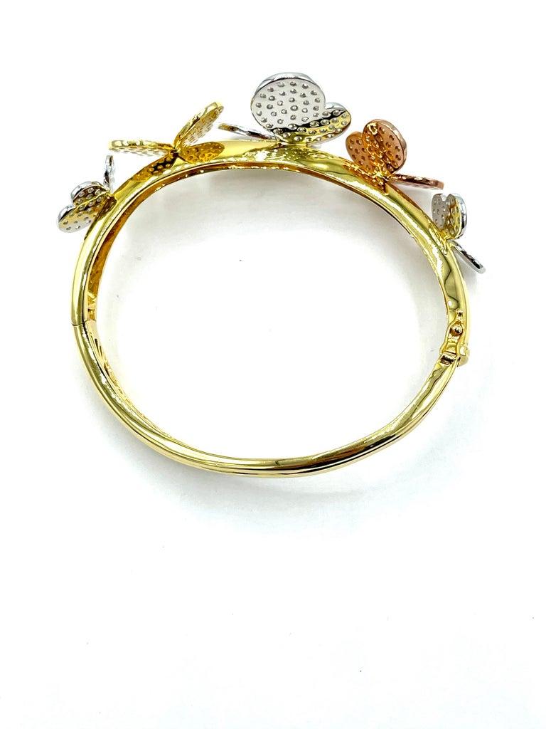 3.00 Carat Round Brilliant Diamond 18 Karat Butterfly Bangle Bracelet For Sale 1