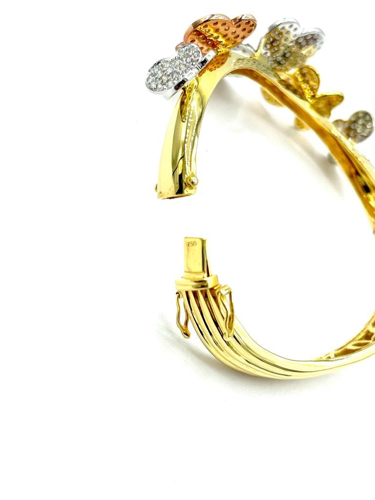 3.00 Carat Round Brilliant Diamond 18 Karat Butterfly Bangle Bracelet For Sale 2