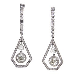 3.04 Carat Diamond Earring in 18 Karat Gold