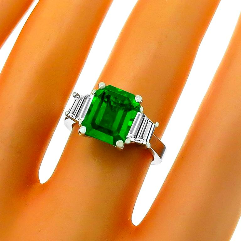 3.05 Carat Emerald Diamond Gold Engagement Ring In Good Condition For Sale In New York, NY
