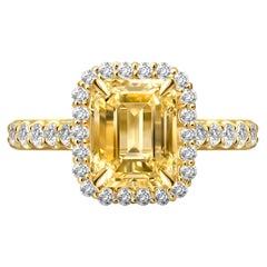 3,06 Carat Natural Untreated Yellow Sapphire Diamonds 18 Karat Yellow Gold Ring