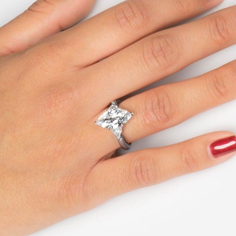 3,07 Karat Marquise Diamant FVVS2 (GIA) HPHT Farbe, 0,53 Karat Diamanten, 14 Karat Ring 2