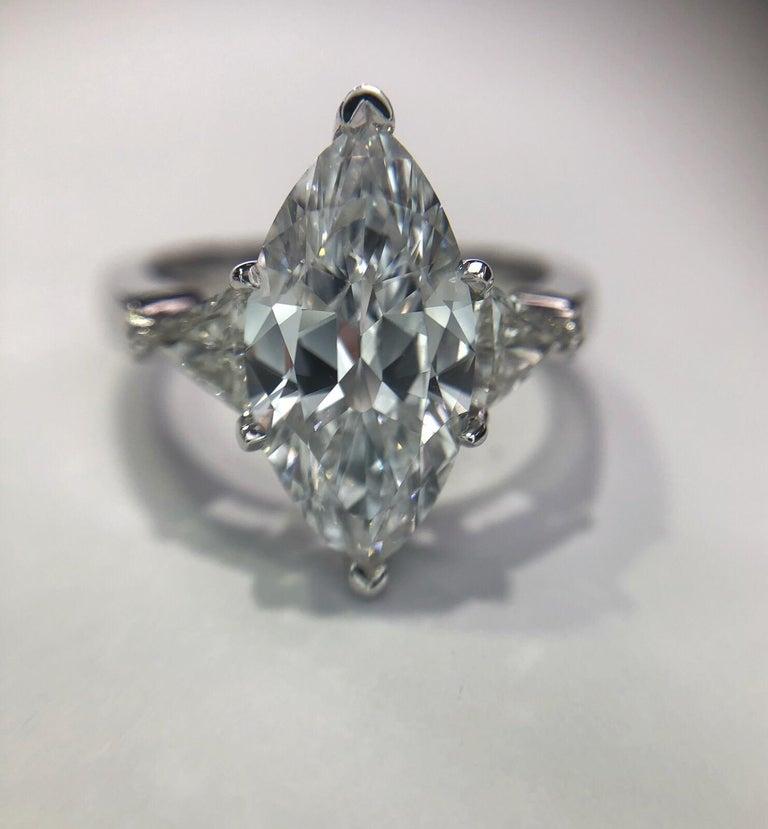 3,07 Karat Marquise Diamant FVVS2 (GIA) HPHT Farbe, 0,53 Karat Diamanten, 14 Karat Ring 3