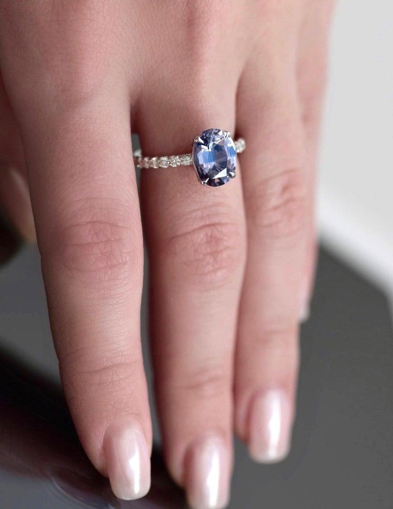 Modern 5.5 Carat Violet-Grey Spinel Diamond 14 Karat White Gold Ring For Sale