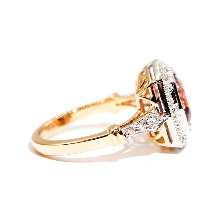Contemporary 3.16 Carat Cushion Cut Red Pink Spinel and Diamond 18 Carat Gold Halo Ring For Sale