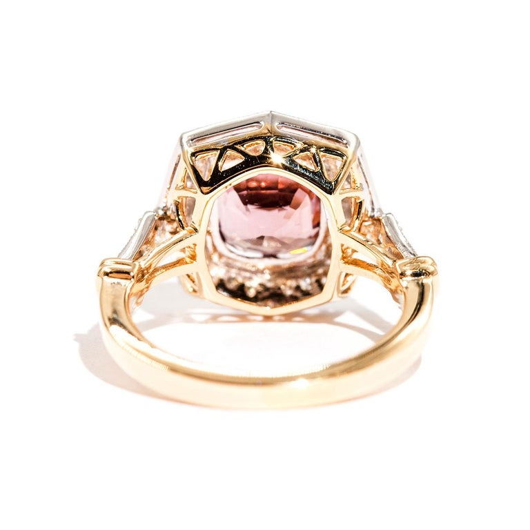 3.16 Carat Cushion Cut Red Pink Spinel and Diamond 18 Carat Gold Halo Ring In New Condition For Sale In Hamilton, AU