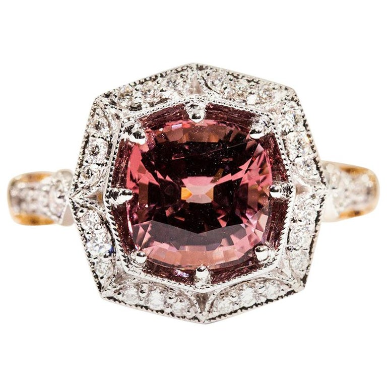 3.16 Carat Cushion Cut Red Pink Spinel and Diamond 18 Carat Gold Halo Ring For Sale