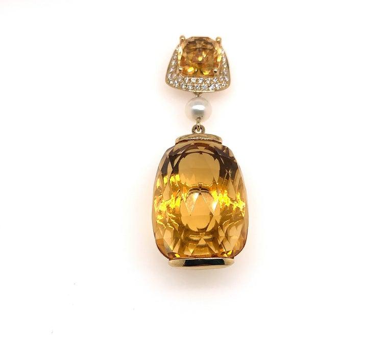 Contemporary 31.6 Carat Honey Quartz Earring in 18 Karat Yellow Gold with Diamonds For Sale