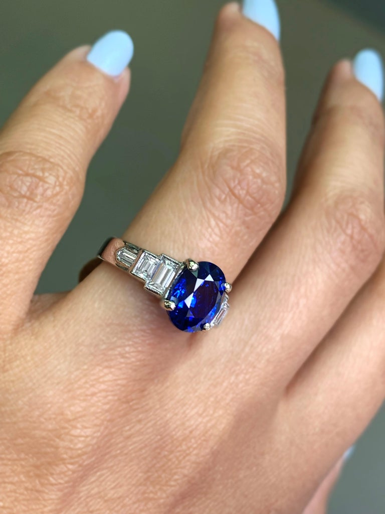 3.18 Carat Natural Sapphire and Diamond Platinum Deco Engagement Ring In Excellent Condition For Sale In London, GB