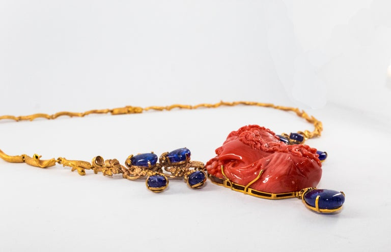 31.93 Carat Tanzanite White Diamond Pink Carved Coral Yellow Gold Greek Necklace In New Condition For Sale In Naples, IT