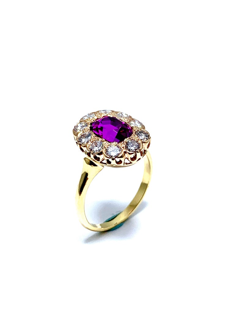 Retro 3.21 Carat Purplish Pink Sapphire and Round Brilliant Diamond Yellow Gold Ring For Sale