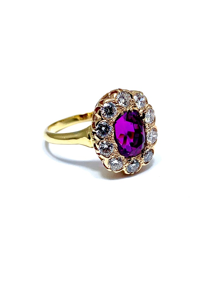 Cushion Cut 3.21 Carat Purplish Pink Sapphire and Round Brilliant Diamond Yellow Gold Ring For Sale