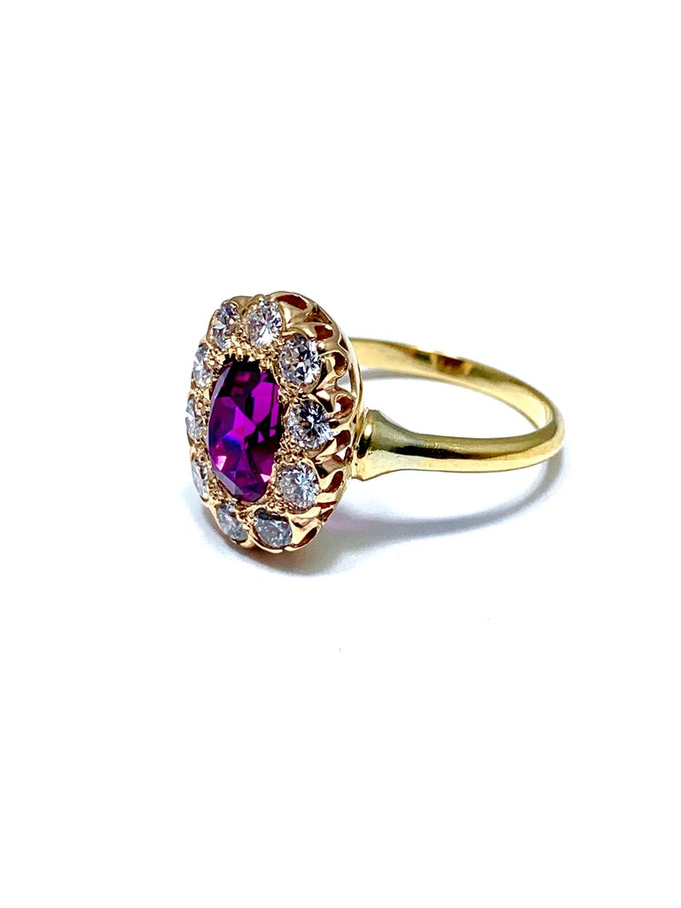 3.21 Carat Purplish Pink Sapphire and Round Brilliant Diamond Yellow Gold Ring In Excellent Condition For Sale In Washington, DC