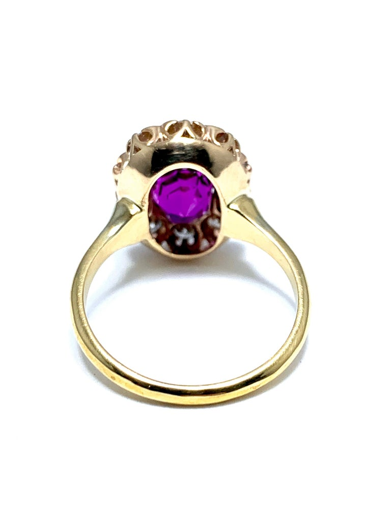 3.21 Carat Purplish Pink Sapphire and Round Brilliant Diamond Yellow Gold Ring For Sale 1